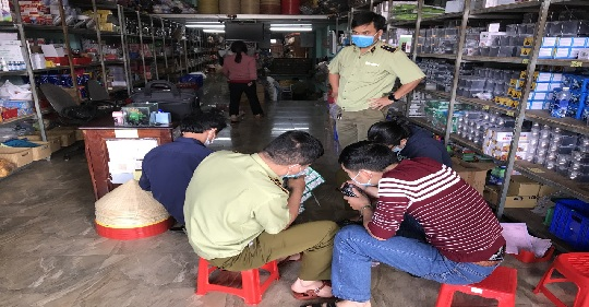 Gia Lai: Tạm giữ hơn 20.000 gói dầu gội đầu có dấu hiệu giả mạo nhãn hiệu CLEAR